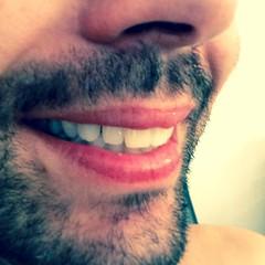 """Χαμόγελο: Ένα από τα πιο ισχυρά εργαλεία επιτυχίας στις διαπροσωπικές σχέσεις.   Μπορεί να μην έχεις το καλύτερο χαμόγελο στον κόσμο, αλλά ένα ειλικρινές χαμόγελο είναι ικανό να λιώσει και τον πιο ψυχρό συνομιλητή.   Και όπως λέει ο #OggMandino ... """"Θα αν"""
