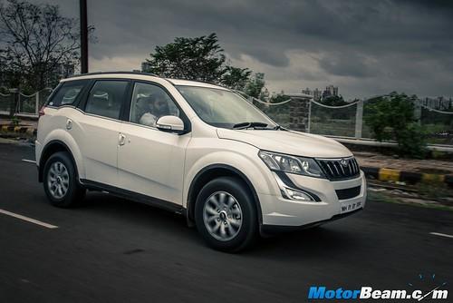 2015-Mahindra-XUV500-12