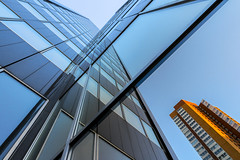 skyscraper reflections (Blende1.8) Tags: rotterdam netherlands skyscraper skyscrapers reflection reflections spiegelung architektur architecture hochhuser city urban building glass glas fenster window orange blue blau carstenheyer sony ilce7m2 a7ii a7m2 zeiss variotessar16354za 1635mm