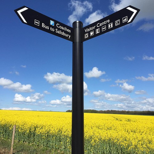 Stonehenge Street Sign - #stonehenge #streetsign #streetpost #visitorcentre #stonehengevisitorcentre #touristattraction #bloom #countryside #ig_countryside #country_features #the_home_front #theeuropeancollective #everything_home_front #europe #wiltshire