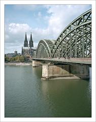 Cologne Cathedral and Hohenzollern Bridge - 1 (macfred64) Tags: film analog mediumformat 120 645 6x45 kodakportra400 fujiga645 fujinon60mmf4 germany homeland nrw cologne hohenzollernbridge colognecathedral rhine rhein köln hohenzollernbrücke epsonv600