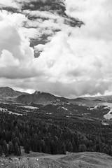 66 (Alessandro Gaziano) Tags: alessandrogaziano foto fotografia dolomiti unesco montagna panorama landscape italia italy valgardena altoadige alpi natura cielo nuvole biancoenero biancopinero blackandwhite blackwhite