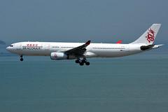 Dragonair B-HLL (Howard_Pulling) Tags: hongkong airport hk china howardpulling nikon d7200 camera picture transport asia