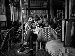 Paris. Caf serrs-serrs (monoursguimauve) Tags: paris caf amoureux terrasse lovers