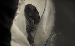 Among the shadows (Saint-Exupery) Tags: srilanka retrato portrait bn bw leica candi robado