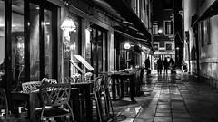 Die Letzten gehen heim / The last ones go home (ludwigrudolf232) Tags: nacht nachtaufnahme strase abend