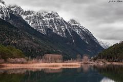 Pineta, vistindose de invierno... (sostingut) Tags: d750 montaas lago nieve pirineos nikon