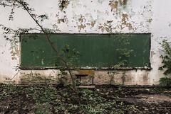 Esperando una respuesta (Gabriel Hernández Serrato) Tags: memoria tiempo utica cundinamarca colombia naturaleza territorio ruina gabrielhernándezserrato rupturagrietafisura silla tablero colegio manuelmurillotoro