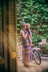 (::: M @ X :::) Tags: mother daughter mora patio bicycle bicicleta enredadera casachorizo climbingplant plant climber