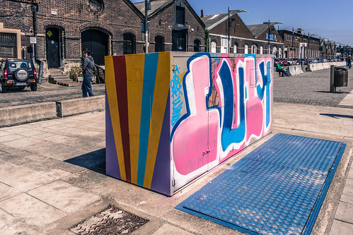 URBAN EXPRESSION IN DUBLIN DOCKLANDS