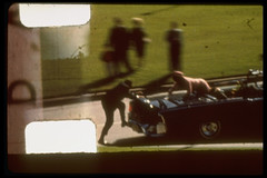 Στοπ καρέ, λίγες στιγμές μετά τον πυροβολισμό κατά του John F. Kennedy