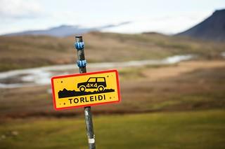 Road sign 4x4