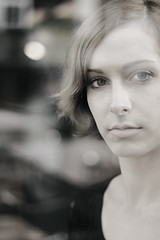 M (swphotographie) Tags: light portrait woman reflection glass face look female 50mm licht eyes gesicht bokeh head headshot portrt portraiture mm augen frau 18 50 reflexion blick glas reflektion kopf
