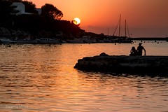 A tus atardeceres rojos... (Encarna Minet) Tags: sunset sea canon atardecer mar 7d menorca balears capvespre sesilles encarnaminet