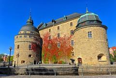 Örebro Castle (nikkorglass) Tags: sky sun castle sol himmel september örebro niceweather löv slott fintväder