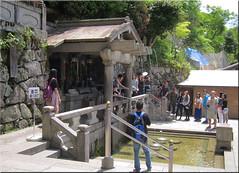 (couleurs gm) Tags: japan temple kyoto eau kiyomizudera 2014 couleursgm img8781