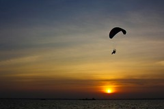 Sunset Flight (Yudho Wiratomo) Tags: sunset beach sport canon indonesia air pantai matahari paramotor balikpapan nusantara melawai eos60d