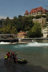 Schlauchboot - Gummiboot bei der Einwasserungsstelle - Einstieg Schwellenmätteli ( EinstiegSchwellenmätteli - EinstiegBern ) am rechten Aareufer - Ufer in die Aare beim Schwellenmätteli in der Stadt Bern im Kanton Bern in der Schweiz (chrchr_75) Tags: chriguhurnibluemailch christoph hurni schweiz suisse switzerland svizzera suissa swiss kantonbern chrchr chrchr75 chrigu chriguhurni 1409 september 2014 hurni140908 albumaare fluss river aare suiss hurni140907 albumstadtbern stadt city ville bern berne berna bärn bundesstadt zähringerstadt unesco welterbe altstadt hauptstadt schweizer meinbern stadtbern シティ by 城市 città город stad ciudad sveitsi sviss スイス zwitserland sveits szwajcaria suíça suiza september2014 albumaarebernschwellenmätteliwehrfelsenau