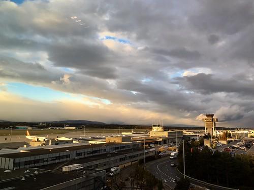 Sunset over GVA airport (iPhone 6S+)