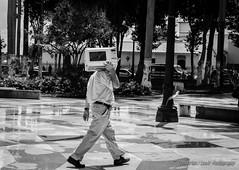 Microwavehead - (Lex Arias / LeoAr Photography) Tags: 2016 bn bw barquisimeto blackandwhite blancoynegro calle callejera everybodystreet fotografacallejera gente iglexariasphotos leoarphotography lexarias monochromatic monochrome monocromo nikon nikond3100 street streetphotography venezuela