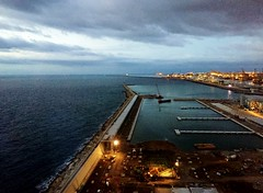 2016OCT20_01_Barcelona Port (Kam Hong Leung.) Tags: beatriceleung kamhongleung leungkamhong barcelona barcelonaport port spain europe whotel mhuk moet hennessy lvmh hotel tourist traveller ocean sea building architecture light reflection palmtree