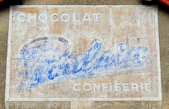 N7 Chocolat Poulain in La Pacaudiere 17.9.2016 4282 (orangevolvobusdriver4u) Tags: rn7 route national 7 routenational7 routebleue 2016 archiv2016 france frankreich n7 lapacaudiere ghostsign ghostads oldsign sign chocolat confiserie rhonealpes poulain chocolatpoulain