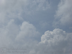 A Cloudy Afternoon (byGabrieleGolissa) Tags: fineartphotography kunstfotografie kunstphotographie fotokunst photokunst foto fotografie fotographie handsigned himmel photo wolken clouds handsigniert limitededition limitierteauflage numbered nummeriert photography skies sky grey grau weis white
