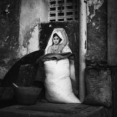 (viduthalai1947) Tags: juxtaposition streetphotography street blackandwhite monochrome chennai walltellsthestory streets shotsinstreet india viduthalaimani indianstreetphotographer streetsinindia streetscene streetmoments rawstreets photooftheday tamilnadu chennaistreets streetphotographers viduthalai