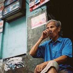 Vo ngy mi (Hanoi L i f e A r t) Tags: hanoilifeart hanoi vietnam people tuanducpham streetlife hasselblad kodakportra mediumformat 80cf analogphoto filmcamera asian photography