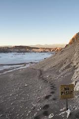 No pasar (monto84) Tags: arquitectura amrica amricadelsur cartel chile desiertodeatacama espaciopblico fotografapaisaje puestadesol regindeantofagasta valledelaluna