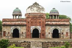 DSC5592 Mezquita de Isa Khan, 1547-48, al oeste de la Tumba de Masnad Ali Isa Khan, Delhi (Ramón Muñoz - ARTE) Tags: delhi india mausoleo tumba de masnad ali isa khan