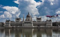 Wizz Air a parlament előtt (kovpeti000) Tags: river 1 air budapest airbus duna danube maj memorian nagy wizz a malév futam