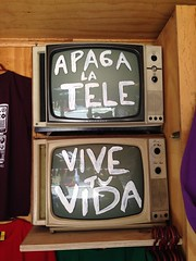 "Apaga la Tele e Vive tu vida :) • <a style=""font-size:0.8em;"" href=""http://www.flickr.com/photos/67097613@N06/14545749500/"" target=""_blank"">View on Flickr</a>"
