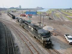 NS 6913 (Fan-T) Tags: ohio port train cab crescent ashtabula 6913 sd60e