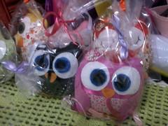 2014-04-02 06.45.40 (Mallu Mello Artesanatos) Tags: artesanato enfeites corujas tro almofadas lembrancinhas chaveiros