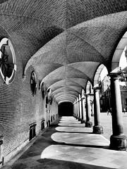 Porticando (Ollyll) Tags: bn architettura olanda prospettiva