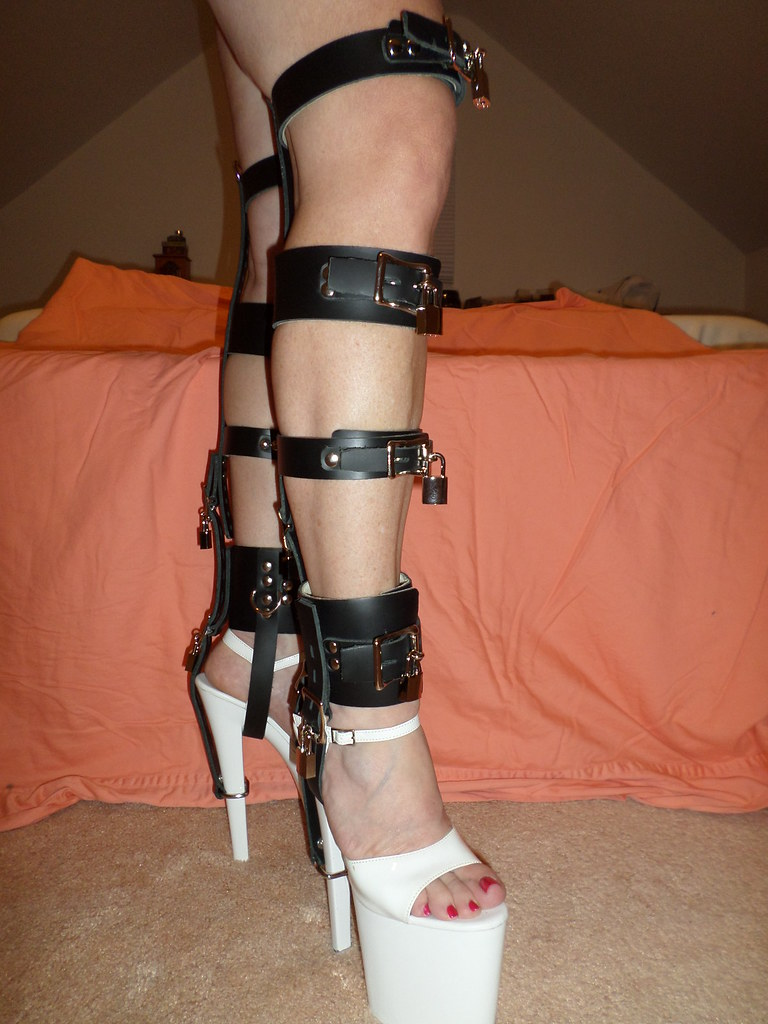 Bdsm shoe lock chains have removed