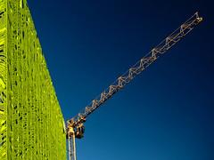 Lyon - Grue et mur d'Euronews. (Gilles Daligand) Tags: lyon rhone confluence batiment euronews mur vert grue crane graphisme minimalisme diagonale verticale wall green