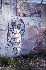 2015 (uno900) Tags: streetartmadrid graffitimadrid arteurbanomadrid graffiti madrid street art arte urbano graffitis espaa spain nio bueno farlopa
