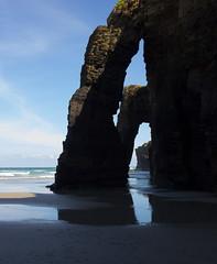 La catedral del mar (Juan Pedro Barbadillo) Tags: beach playa cantabricsea marcantbrico sea mar arc arco naturalconstruction construccinnatural formacinrocosa rockformation