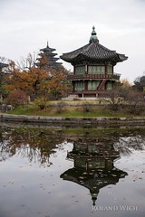 Seoul - Gyeongbokgung Palace (Rolandito.) Tags: seoul gyeongbokgung palace pagoda reflection herbst autumn fall sdkorea south korea