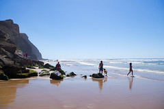 Leichtigkeit - Ease (gerhard.boepple) Tags: strand beach meer sea atlantik atlantic portugal algarve europa traum