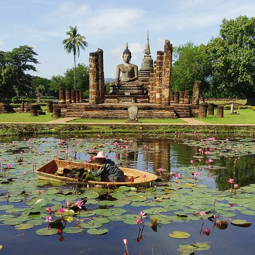 Today was the pond cleaning day in #sukhothai #historicalpark #thailand #thailandtravelinsider #excellent_asia #thailand #traveltheworld #travelling  #travelphotography #travelgram #mytravelgram #travelphoto #lpfanphoto #mathailande #amazingthailand #trav