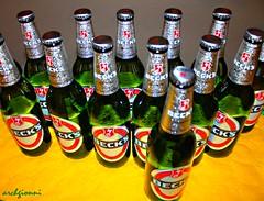 bella serata (archgionni) Tags: bottiglie bottles birra bier bere drink colori colours serata evening amici friends verde green riflessi reflections