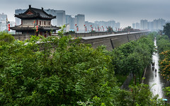#China - #old #city #wall vs #modern #skyscraper (graser.robert) Tags: china xian old new modern wall chinese culture urban city street landscape outdoor nikon robertgraser