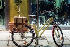 Diseo ecolgico (allabar8769) Tags: bicileta escaparate italia montreal nocturna palermo sicilia