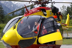 Vérifications (Larch) Tags: red rescue france yellow jaune work rouge dragon helicopter travail secours chamonix 74 checking hautesavoie autofocus hélicoptère hélico mountainrescue flightengineer sécuritécivile mécanicien vérification secoursenmontagne rememberthatmomentlevel1 infinitexposure