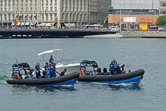 200 ans de la police Genevoise_7193 (Yves.Henchoz) Tags: lake switzerland boat suisse geneva swiss police lac bateaux genève polizei polizia genf lacléman bicentenaire nikond4 ge200ch bicentenairedegenève2014
