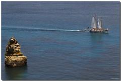 PORTUGAL, EL ALGARVE, LAGOS COSTA (Lorenmart) Tags: costa portugal barcos lagos turismo rocas atlntico veleros estela micmarayyo elalgarve canoneos550d lorenmart