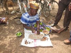 IMG_5396 (Photos particulires) Tags: africa west kara de steps step butter togo making shea afrique beurre fabrication prparation moba tape mobas louest savanes dapaong tapes karit atyk savanakarit lorimpo kombat
